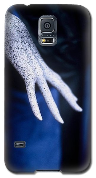 Galaxy S5 Case featuring the photograph The Hand by Peggy Stokes