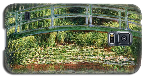The Japanese Footbridge And The Water Lily Pool Giverny Galaxy S5 Case by Claude Monet