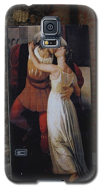The Kiss Of Romeo And Julieta Galaxy S5 Case by Natalie Ortiz