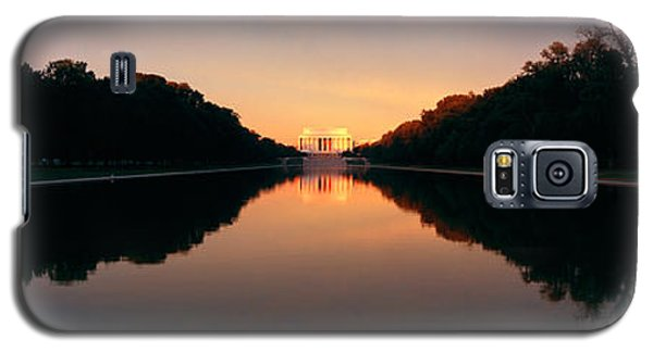 The Lincoln Memorial At Sunset Galaxy S5 Case by Panoramic Images