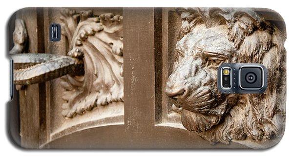 The Lion's Head Door Galaxy S5 Case
