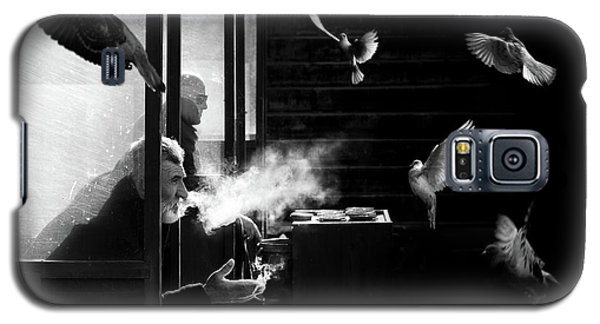 The Man Of Pigeons Galaxy S5 Case