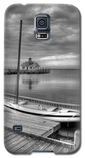 Galaxy S5 Case featuring the photograph The Manteo Waterfront 2bw by Mel Steinhauer