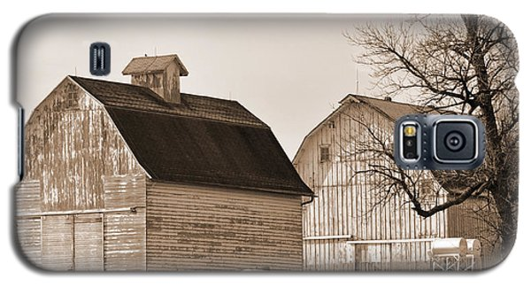 Galaxy S5 Case featuring the photograph The Old Farm by Kirt Tisdale