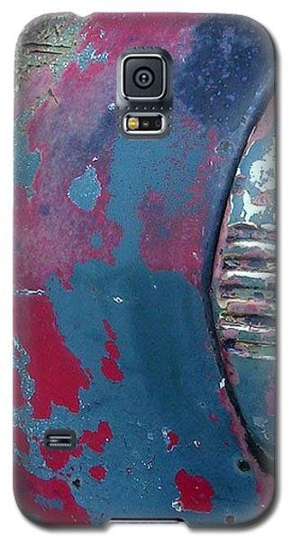 Galaxy S5 Case featuring the photograph The Old Headlight by Karin Thue