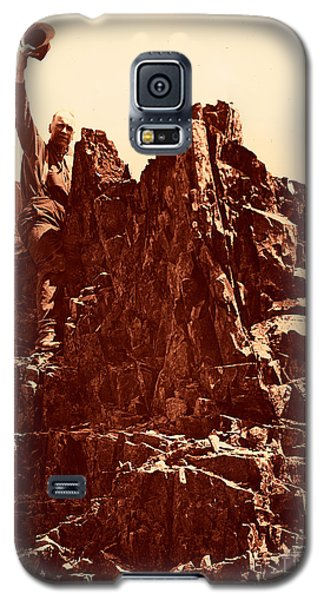 Galaxy S5 Case featuring the photograph The Photographer On Pinnacle Peak Early 1900 Era by Eddie Eastwood