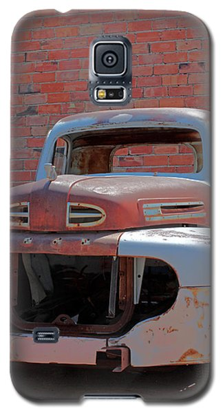 Galaxy S5 Case featuring the photograph The Pick Up by Lynn Sprowl
