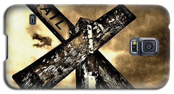 The Railroad Crossing Galaxy S5 Case by Glenn McCarthy Art and Photography