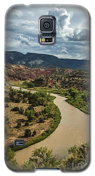 Galaxy S5 Case featuring the photograph The Rio Chama by Terry Rowe