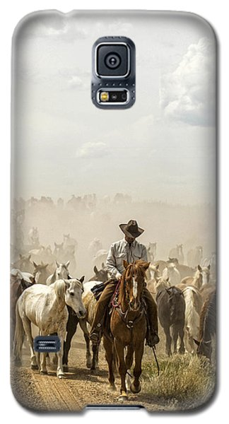 Galaxy S5 Case featuring the photograph The Road Home 2013 by Joan Davis
