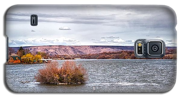 Galaxy S5 Case featuring the photograph The Snake River Near Hagerman Idaho by Michael Rogers