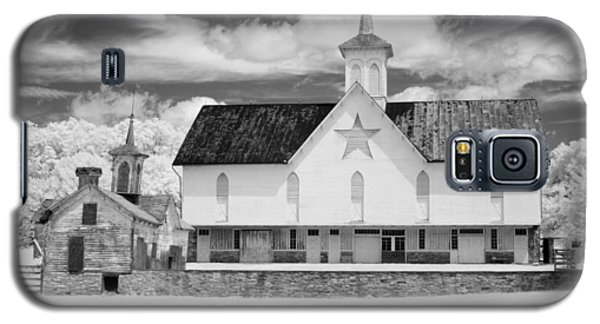The Star Barn - Infrared Galaxy S5 Case by Paul W Faust -  Impressions of Light
