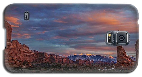The Sun Sets At Balanced Rock Galaxy S5 Case