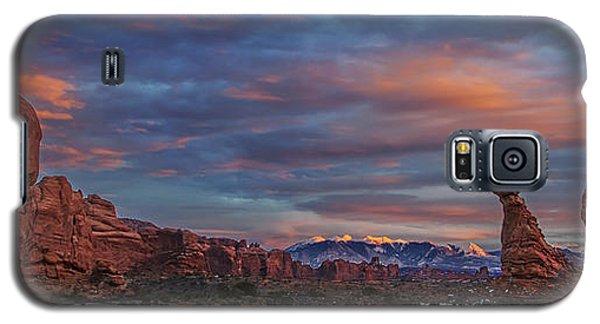 Galaxy S5 Case featuring the photograph The Sun Sets At Balanced Rock by Roman Kurywczak