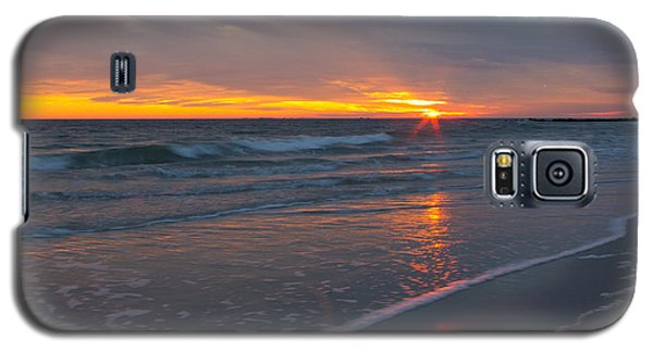 Galaxy S5 Case featuring the photograph The Sunset Kissing The Waves by Jose Oquendo