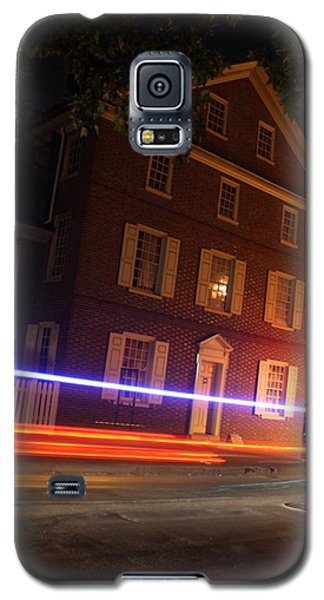 Galaxy S5 Case featuring the photograph The Todd House Philadelphia by Christopher Woods
