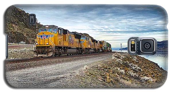 Galaxy S5 Case featuring the photograph The Union Pacific Railroad Columbia River Gorge Oregon by Michael Rogers