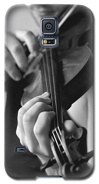 Music Galaxy S5 Case - The Violonist by Urte Berteskaite
