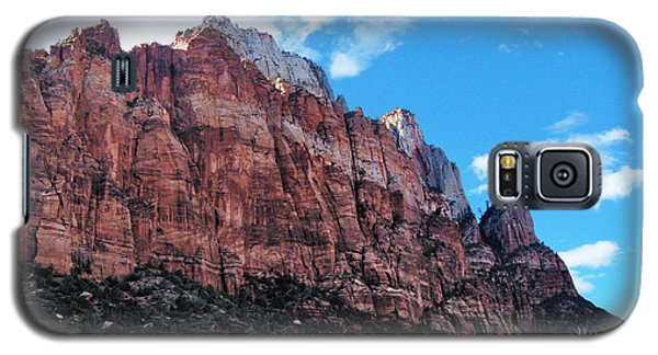 Galaxy S5 Case featuring the photograph The Wall by Sylvia Thornton