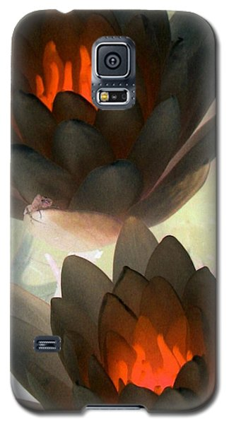Galaxy S5 Case featuring the photograph The Water Lilies Collection - Photopower 1042 by Pamela Critchlow