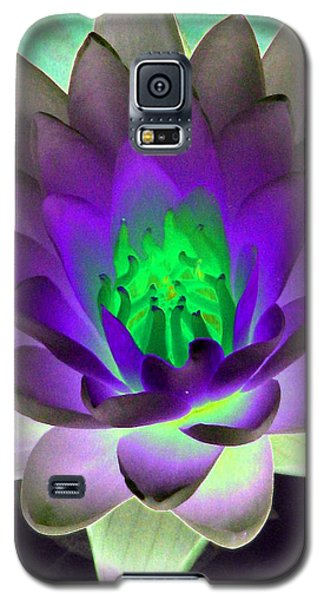 Galaxy S5 Case featuring the photograph The Water Lilies Collection - Photopower 1115 by Pamela Critchlow