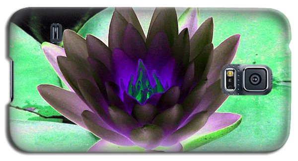 Galaxy S5 Case featuring the photograph The Water Lilies Collection - Photopower 1116 by Pamela Critchlow