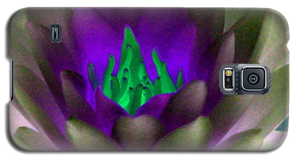 Galaxy S5 Case featuring the photograph The Water Lilies Collection - Photopower 1117 by Pamela Critchlow