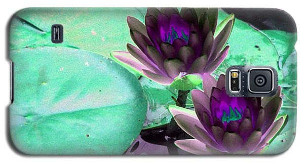 Galaxy S5 Case featuring the photograph The Water Lilies Collection - Photopower 1118 by Pamela Critchlow