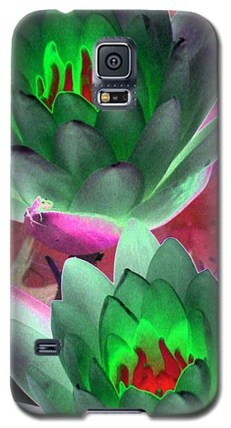 Galaxy S5 Case featuring the photograph The Water Lilies Collection - Photopower 1121 by Pamela Critchlow