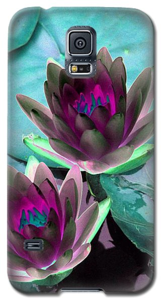 Galaxy S5 Case featuring the photograph The Water Lilies Collection - Photopower 1124 by Pamela Critchlow