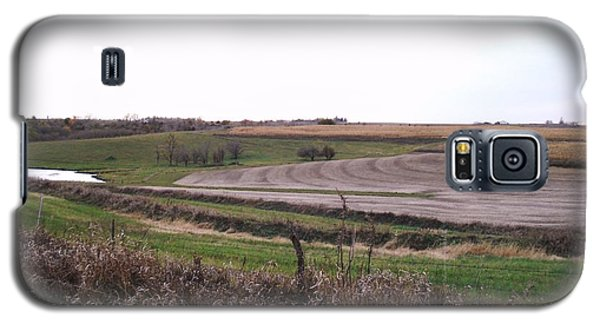 Galaxy S5 Case featuring the photograph The West Fields by J L Zarek