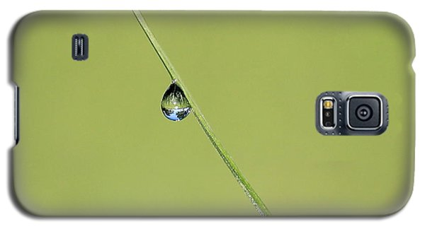 Galaxy S5 Case featuring the photograph The World Within A Dewdrop by Penny Meyers