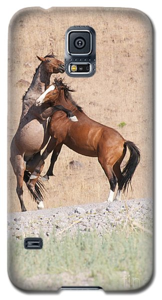 Galaxy S5 Case featuring the photograph They Ain't Dancin' by Vinnie Oakes