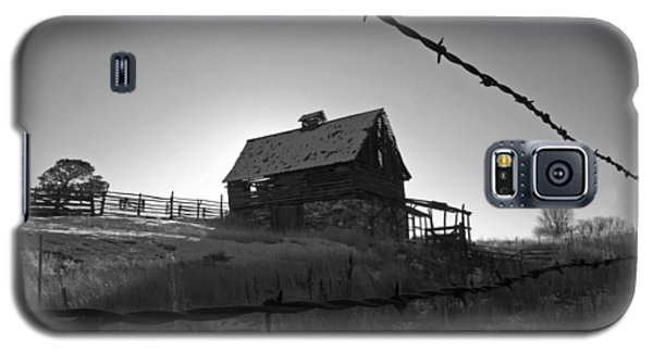 Galaxy S5 Case featuring the photograph This Old Barn by Eric Rundle