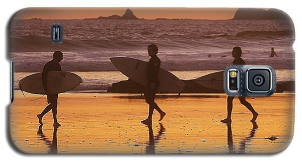 Three Surfers At Sunset Galaxy S5 Case by Blair Stuart