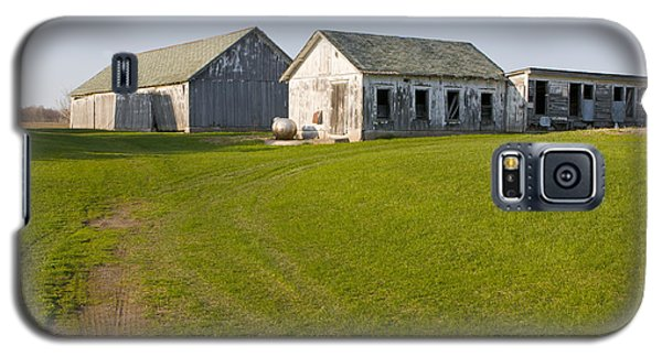 Three Weathered Farm Buildings Galaxy S5 Case