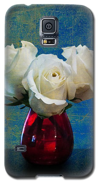 Three White Roses Galaxy S5 Case