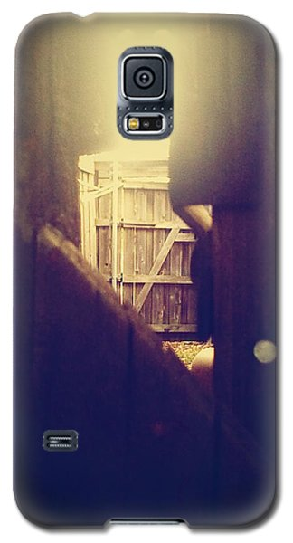Through The Side Gate Galaxy S5 Case