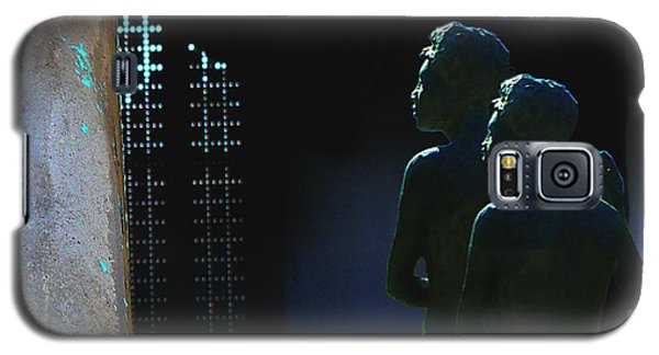 Galaxy S5 Case featuring the photograph To The Light by Lin Haring