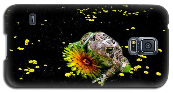 Toad In A Lions Den Galaxy S5 Case by Mike Breau