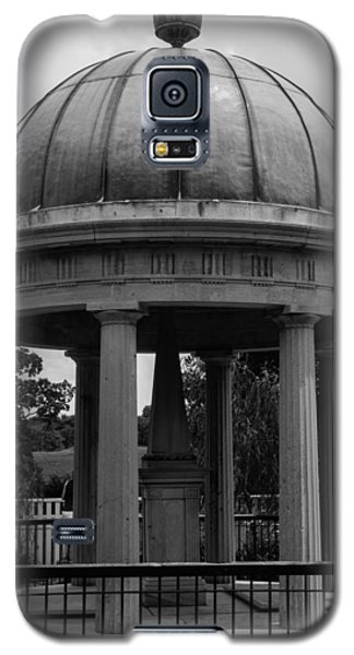 Tomb Of President Andrew Jackson And Wife Rachael Galaxy S5 Case by Robert Hebert