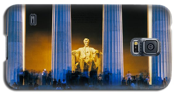 Tourists At Lincoln Memorial Galaxy S5 Case by Panoramic Images