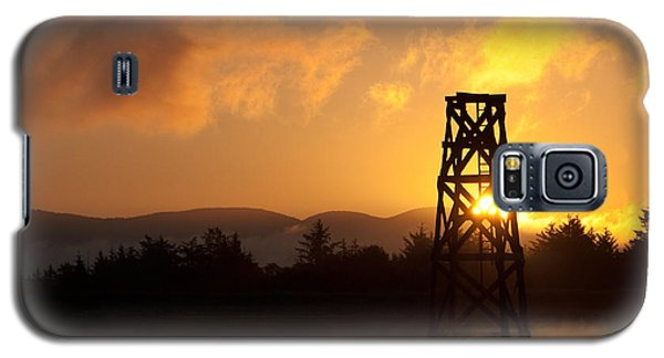Galaxy S5 Case featuring the photograph Tower At Dawn by Erin Kohlenberg