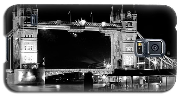 Galaxy S5 Case featuring the photograph Tower Bridge At Night by Maj Seda