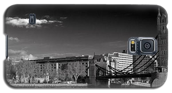 Tower Of London And Tower Bridge Galaxy S5 Case by Gary Eason