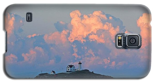 Towering Clouds Over Nubble Lighthouse York Maine Galaxy S5 Case