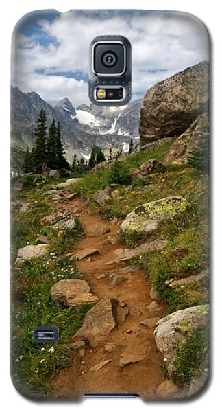 Galaxy S5 Case featuring the photograph Trail To Lake Isabelle by Ronda Kimbrow