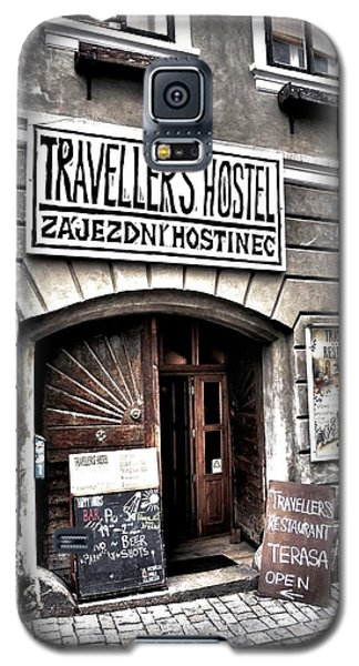 Galaxy S5 Case featuring the photograph Travellers Hostel - Cesky Krumlov by Juergen Weiss