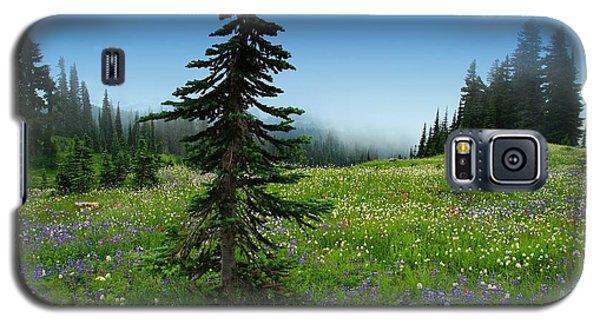 Tree Amongst Wildflowers Galaxy S5 Case by Lynn Hopwood