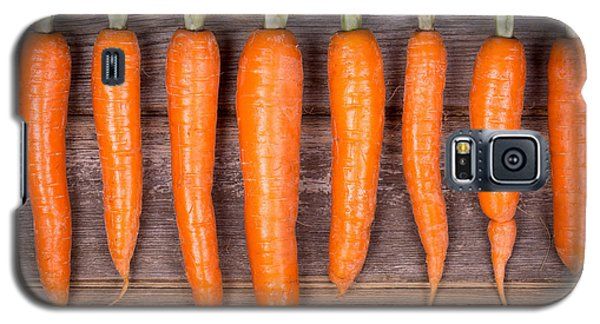 Trimmed Carrots In A Row Galaxy S5 Case by Jane Rix